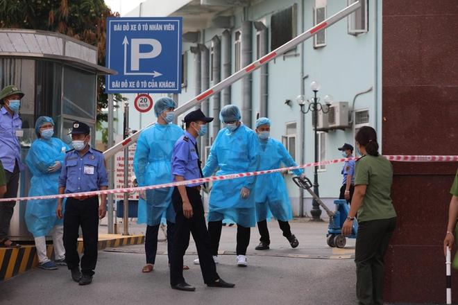 Ghi nhận 10 ca dương tính SARS-CoV-2; phong tỏa cả 3 cơ sở Bệnh viện K Trung ương; Bộ Y tế đề nghị nhân viên y tế không đi ăn tiệc buffet, hát karaoke - Ảnh 1.