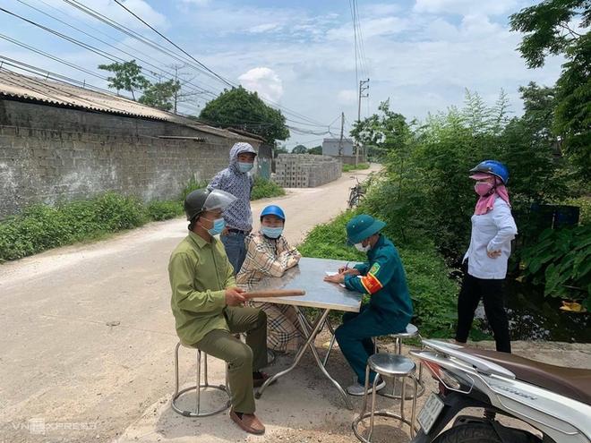 Nam Định có ca đầu tiên dương tính SARS-CoV-2; Trong sáng nay có 10 ca dương tính, Hà Nội phong tỏa thôn hơn 2.000 dân - Ảnh 1.