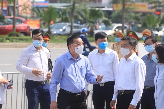 Chủ tịch Hà Nội: Kiến nghị các địa phương khuyến cáo người dân hạn chế lên khám, chữa bệnh tại BV tuyến Trung ương - Ảnh 1.