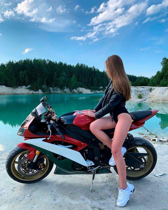 Hồ nước màu ngọc bích tuyệt đẹp hớp hồn hàng loạt mỹ nữ Nga: Đẹp mà siêu độc, cá không sống nổi - Ảnh 10.