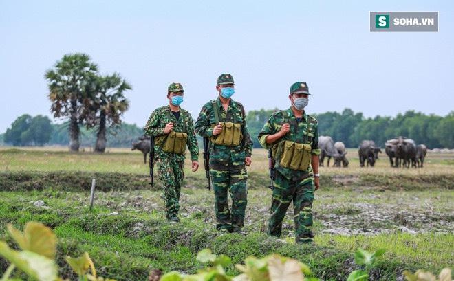 Chống Covid ở biên giới Tây Nam: Bộ đội cần thêm đèn pin, thuốc chống muỗi, mỳ tôm, nước