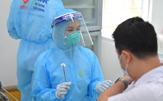 Một nhân viên y tế tử vong sau khi tiêm vắc xin Covid-19