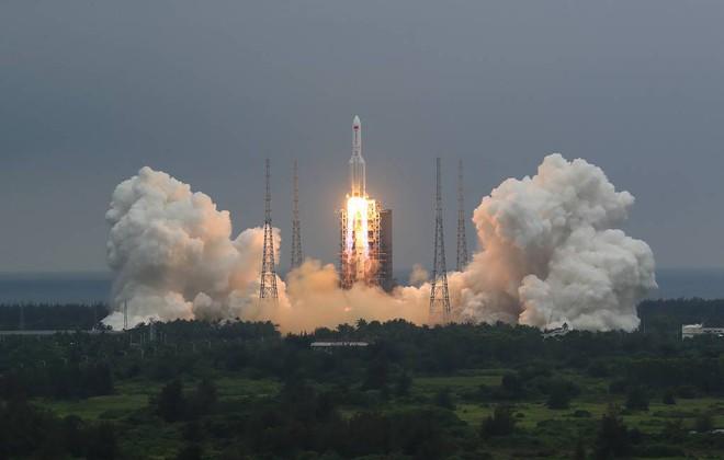 Tên lửa Trung Quốc mất kiểm soát vun vút lao xuống Trái Đất, thời gian chỉ còn tính bằng giờ: Tại sao Mỹ không bắn hạ? - Ảnh 1.
