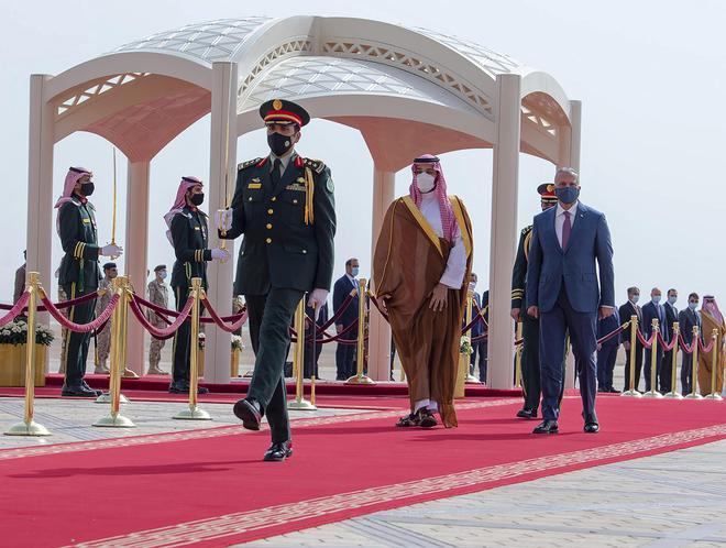 Đang đối đầu khốc liệt, vì sao Ả Rập Saudi xuống nước làm lành với kẻ thù truyền kiếp Iran? - Ảnh 3.
