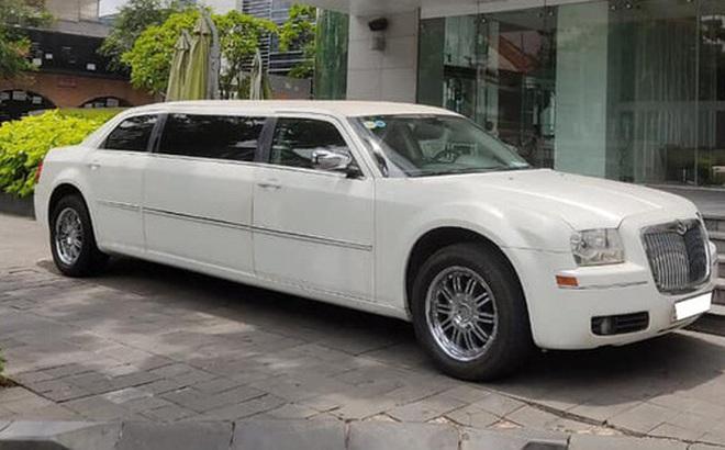 Bán limousine dài 6,4 mét siêu hiếm giá 3,2 tỷ, đại gia chia sẻ: 'Cả Việt Nam có 2 chiếc, nội thất hơn hẳn Mercedes-Maybach'
