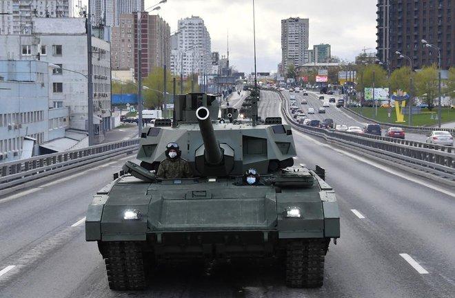 T-14 Armata thoắt ẩn thoắt hiện trong duyệt binh Ngày Chiến thắng của Nga: Vì sao? - Ảnh 4.