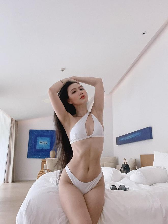 Lần hiếm hoi đăng ảnh bikini, MC Minh Hà khiến người xem bỏng mắt vì thân hình nóng bỏng - Ảnh 2.
