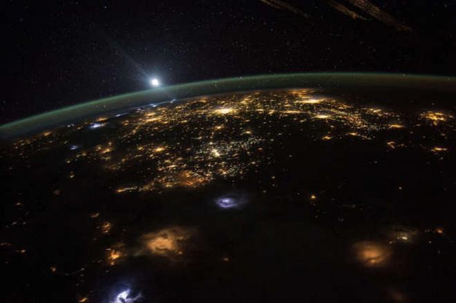Cảnh tượng ngoạn mục của Trái Đất khi nhìn từ vũ trụ - ảnh 10