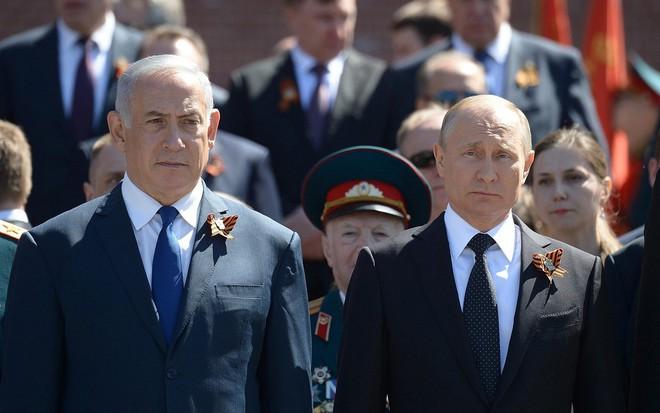 Cuộc chiến của Ukraine với Ngày Chiến thắng: Cố bắn vào quá khứ bằng súng lục? - Ảnh 6.