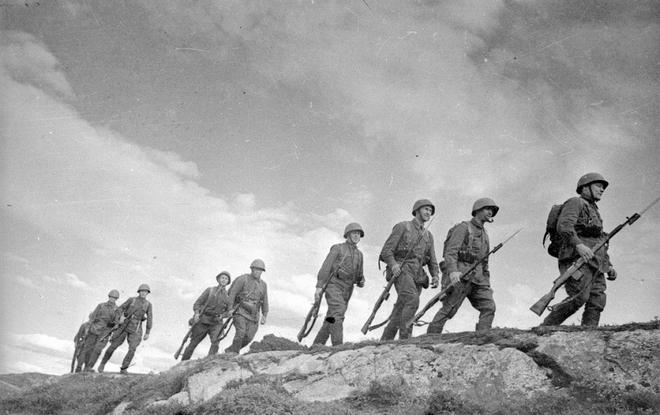 Thế chiến II dưới ống kính nhiếp ảnh gia huyền thoại Yevgeny Khaldei - ảnh 1