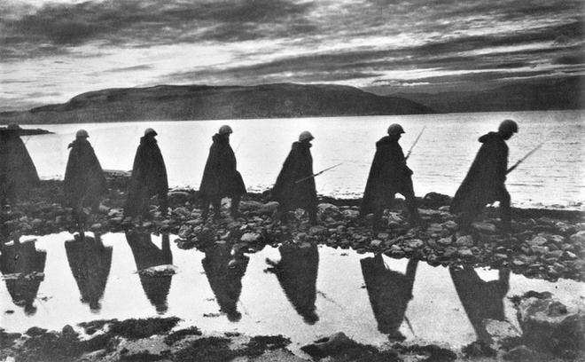 Thế chiến II dưới ống kính nhiếp ảnh gia huyền thoại Yevgeny Khaldei - ảnh 6