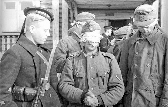 Thế chiến II dưới ống kính nhiếp ảnh gia huyền thoại Yevgeny Khaldei - ảnh 7