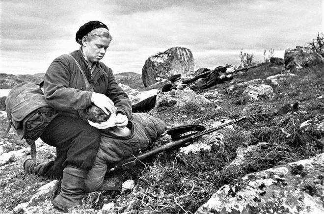 Thế chiến II dưới ống kính nhiếp ảnh gia huyền thoại Yevgeny Khaldei - ảnh 8