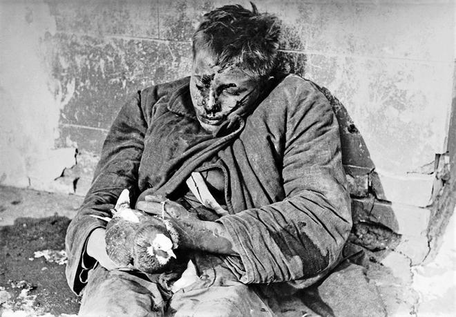 Thế chiến II dưới ống kính nhiếp ảnh gia huyền thoại Yevgeny Khaldei - ảnh 9