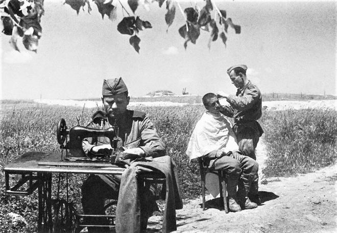 Thế chiến II dưới ống kính nhiếp ảnh gia huyền thoại Yevgeny Khaldei - ảnh 10