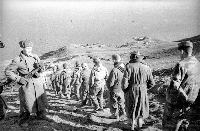 Thế chiến II dưới ống kính nhiếp ảnh gia huyền thoại Yevgeny Khaldei - ảnh 13