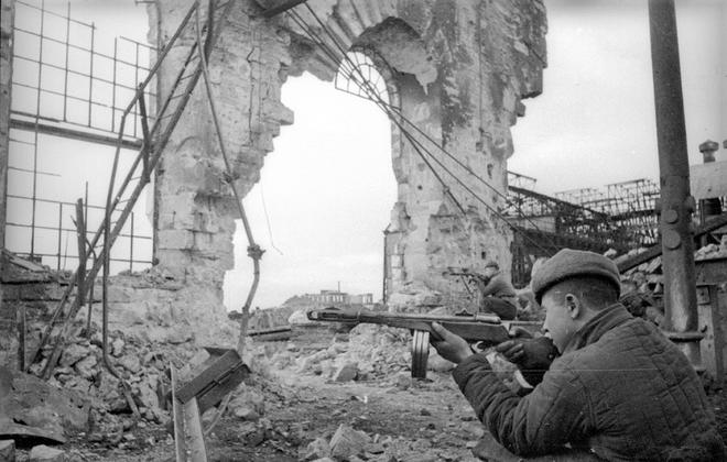 Thế chiến II dưới ống kính nhiếp ảnh gia huyền thoại Yevgeny Khaldei - ảnh 17