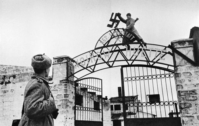 Thế chiến II dưới ống kính nhiếp ảnh gia huyền thoại Yevgeny Khaldei - ảnh 18