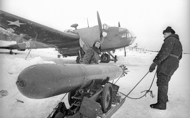 Thế chiến II dưới ống kính nhiếp ảnh gia huyền thoại Yevgeny Khaldei - ảnh 3