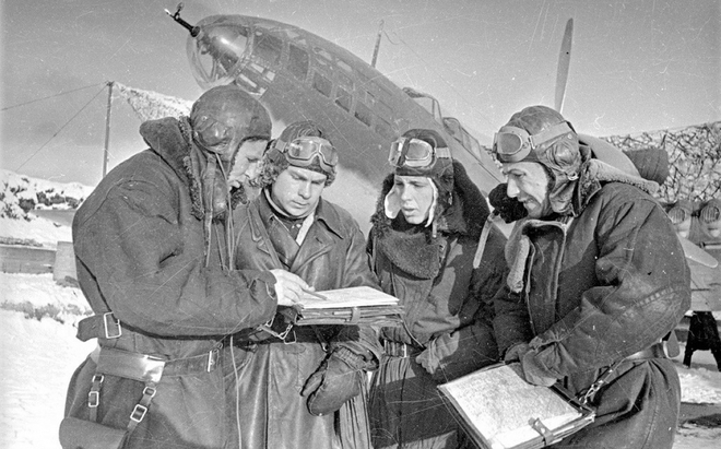 Thế chiến II dưới ống kính nhiếp ảnh gia huyền thoại Yevgeny Khaldei - ảnh 4