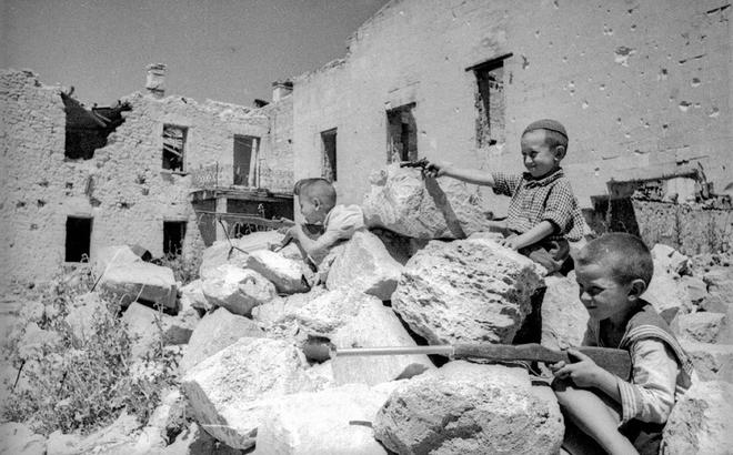 Thế chiến II dưới ống kính nhiếp ảnh gia huyền thoại Yevgeny Khaldei - ảnh 19