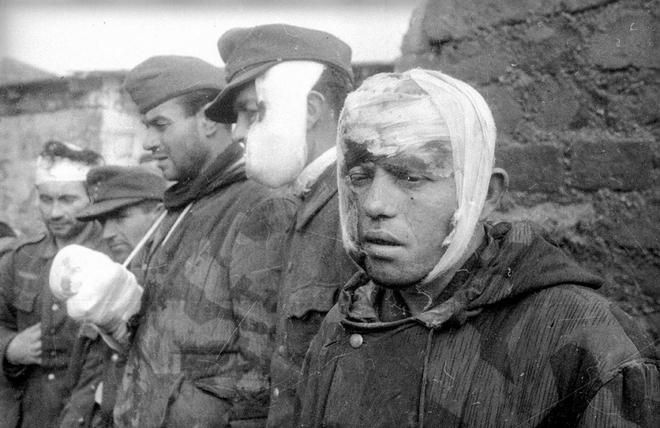 Thế chiến II dưới ống kính nhiếp ảnh gia huyền thoại Yevgeny Khaldei - ảnh 20
