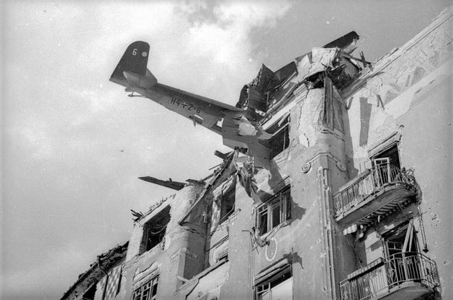 Thế chiến II dưới ống kính nhiếp ảnh gia huyền thoại Yevgeny Khaldei - ảnh 22