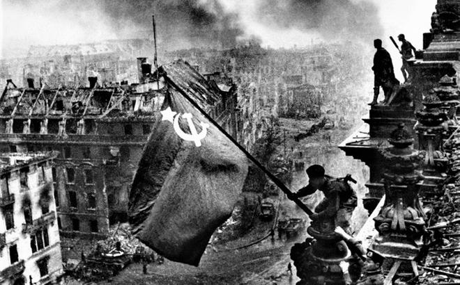 Thế chiến II dưới ống kính nhiếp ảnh gia huyền thoại Yevgeny Khaldei - ảnh 24