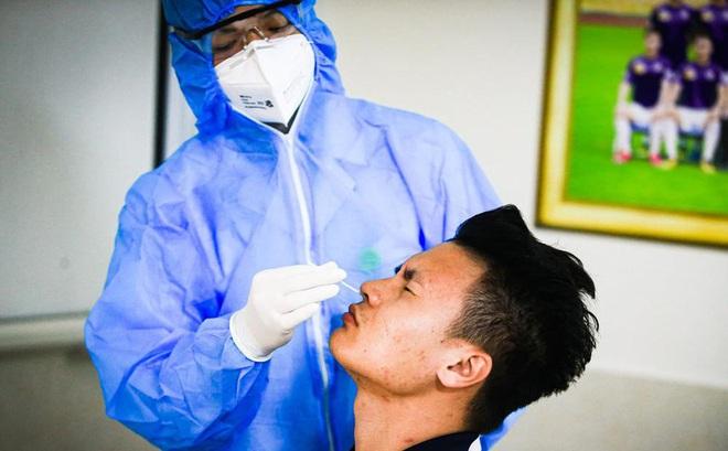 Vì sao CLB Hà Nội bất ngờ hoãn tiêm vắc xin COVID-19?