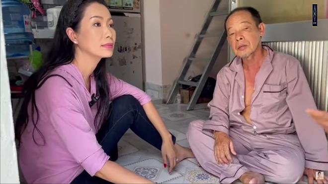 Nghệ sĩ Tuấn Anh bị đột quỵ, xuất huyết não, phải ở nhờ nhà, vợ chạy xe ôm, bán vé số - Ảnh 1.