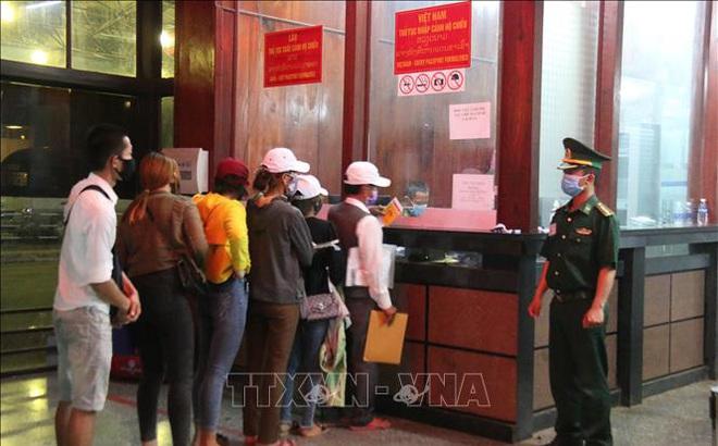 Việt Nam dừng nhập cảnh người nước ngoài từ Ấn Độ, Thái Lan, Campuchia và Lào