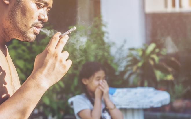 Nhật Bản: Giãn cách vì Covid-19 đã khiến số lượng lớn người phải hút thuốc lá thụ động