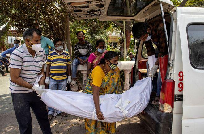 Ấn Độ báo cáo số người chết vì COVID-19 trong một ngày cao kỷ lục - Ảnh 2.