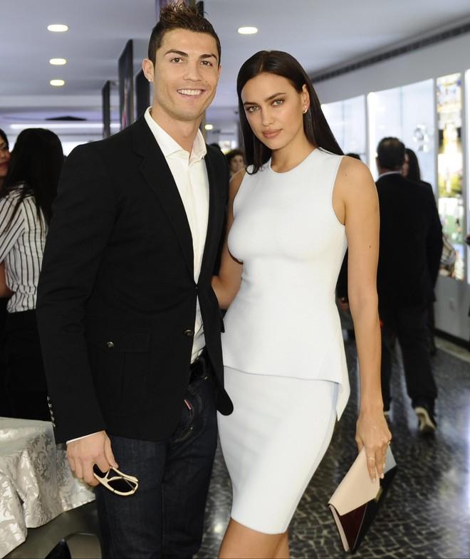 Nhan sắc nóng bỏng của Irina Shayk - tình cũ Ronaldo đang hẹn hò Kanye West - Ảnh 3.
