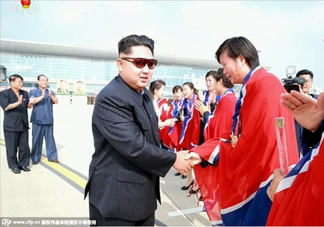 Bốn nguyên thủ nổi tiếng thế giới Tập-Putin-Kim-Biden khi đeo kính râm trông sẽ như thế nào? - Ảnh 14.