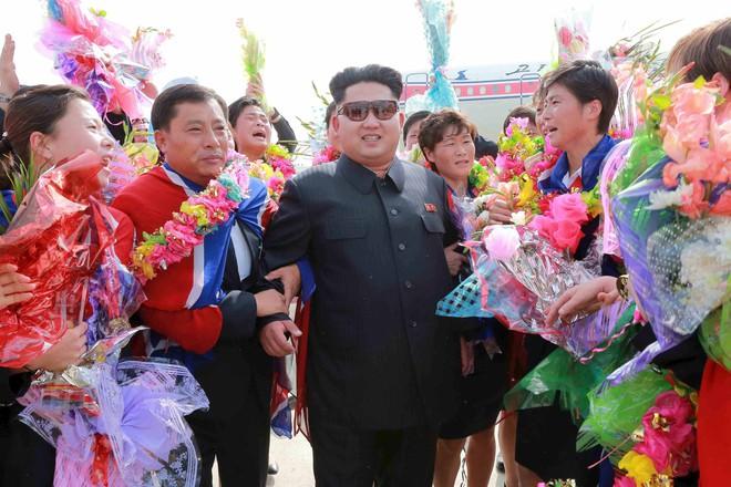 Bốn nguyên thủ nổi tiếng thế giới Tập-Putin-Kim-Biden khi đeo kính râm trông sẽ như thế nào? - Ảnh 15.