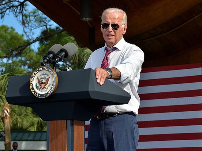 Bốn nguyên thủ nổi tiếng thế giới Tập-Putin-Kim-Biden khi đeo kính râm trông sẽ như thế nào? - Ảnh 6.