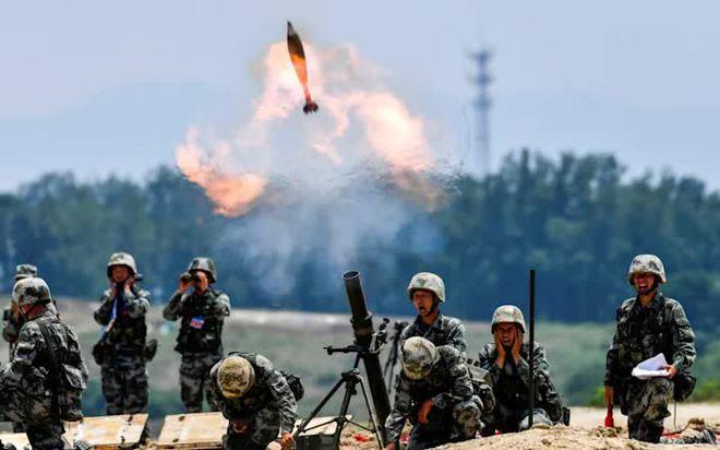 Trung-Ấn nóng bỏng: Trọng binh dồn về biên giới , hàng vạn quân chuẩn bị lao vào ăn thua đủ? - Ảnh 1.