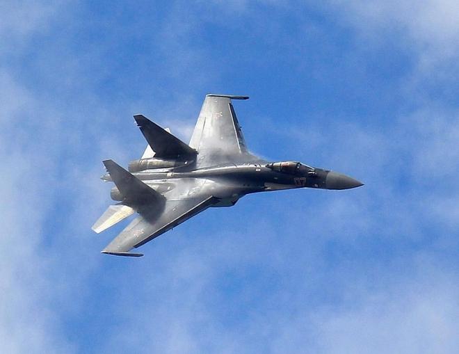 Máy bay Thổ Nhĩ Kỳ thoát hiểm ngoạn mục trước đòn tấn công tên lửa - Tàu chiến Mỹ mang hàng chục sát thủ Tomahawk tiến về Biển Đen! - Ảnh 1.