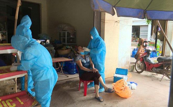Chín người ăn giỗ ở tâm dịch Bắc Giang bị xử phạt 135 triệu đồng