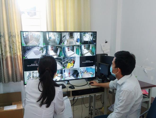 TP HCM ghi nhận số ca Covid-19 tăng kỷ lục được chuyển từ khu cách ly vào bệnh viện - Ảnh 1.