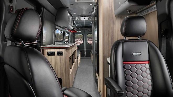 Mercedes-Benz Sprinter 3500 hóa thành nhà di động sang trọng cho giới thượng lưu mê phượt - Ảnh 8.