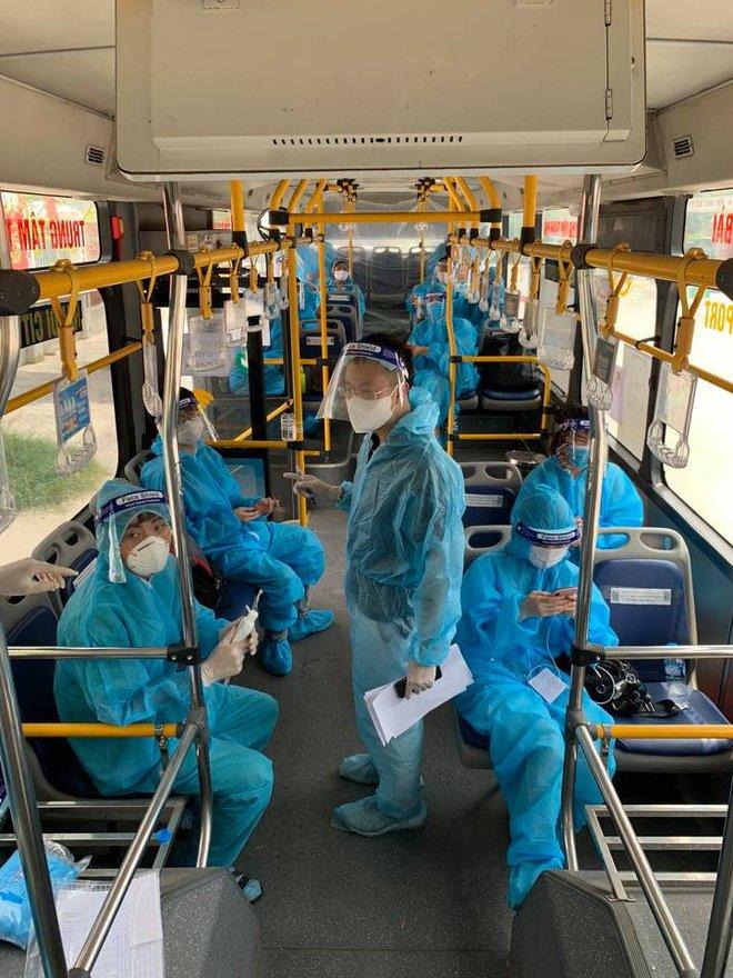20 xe buýt đến tâm dịch Bắc Giang đón gần 290 người về Hà Nội - Ảnh 1.