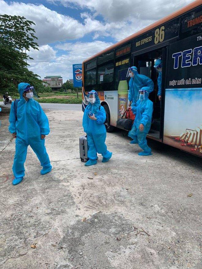 20 xe buýt đến tâm dịch Bắc Giang đón gần 290 người về Hà Nội - Ảnh 6.
