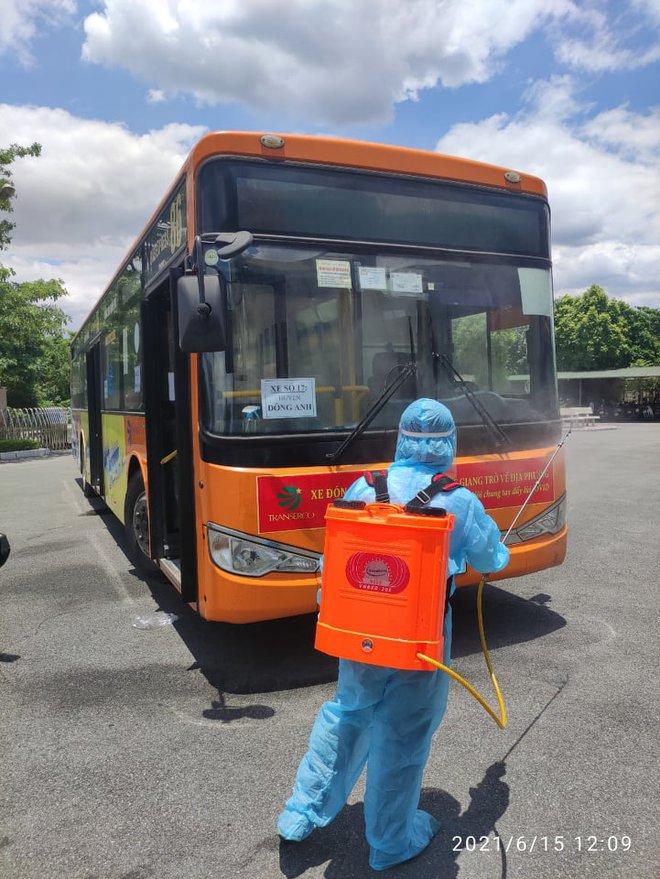 20 xe buýt đến tâm dịch Bắc Giang đón gần 290 người về Hà Nội - Ảnh 8.