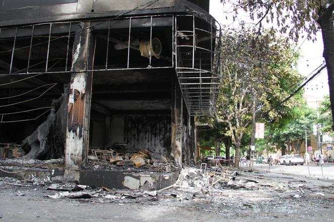 Vụ cháy 6 người tử vong ở Nghệ An: Cả gia đình hiền lành lắm, không chê được điểm gì - Ảnh 1.