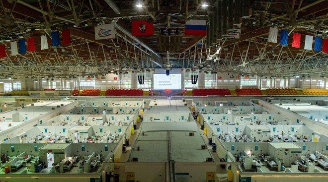 COVID-19 gia tăng mạnh ở Nga: Số ca mắc mới tăng kỷ lục, dân Moscow được yêu cầu nghỉ làm - Ảnh 2.