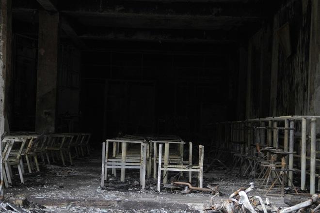 Nghệ An: Hiện trường vụ cháy kinh hoàng khiến 6 người tử vong - Ảnh 8.