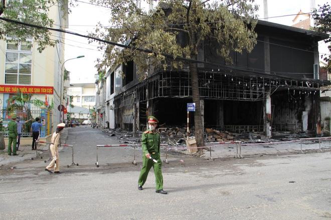 Nghệ An: Hiện trường vụ cháy kinh hoàng khiến 6 người tử vong - Ảnh 9.