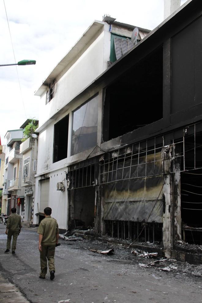 Nghệ An: Hiện trường vụ cháy kinh hoàng khiến 6 người tử vong - Ảnh 10.